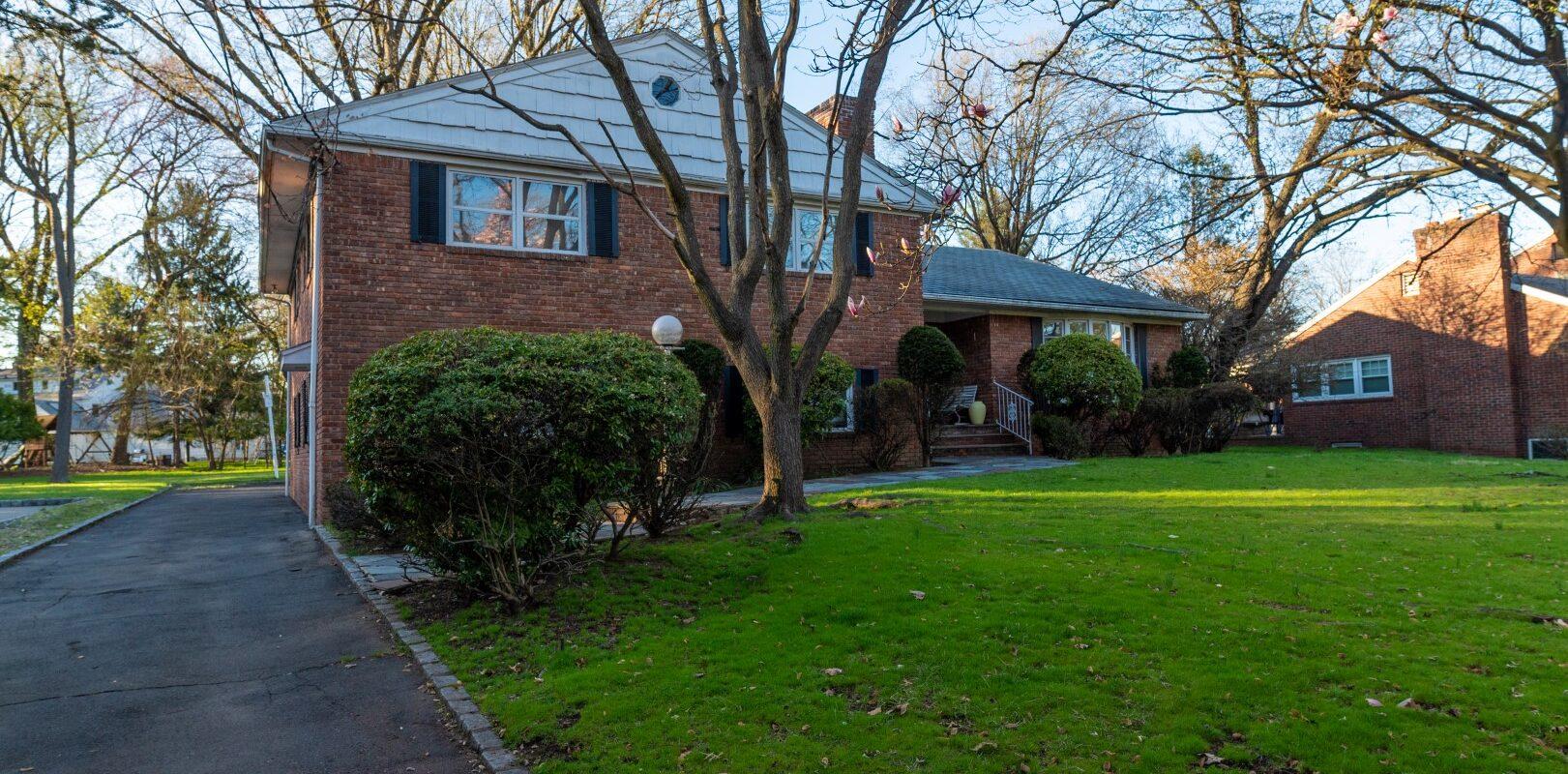 211 Surrey Rd Hillside, NJ 07205